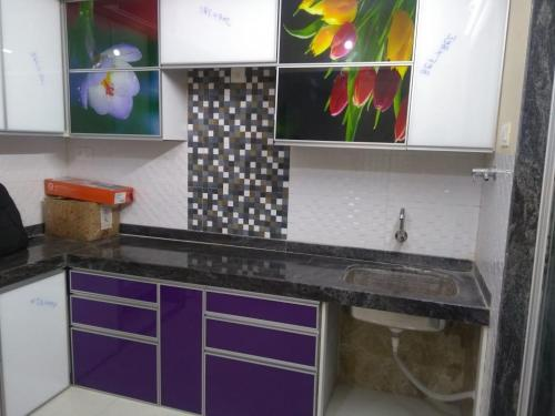 TUFFUN GLASS KITCHEN